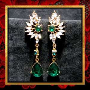 NWOT Green Crystal Rhinestone Earrings #JWL-757
